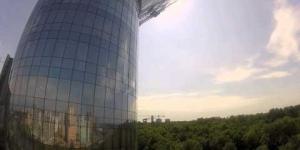 Embedded thumbnail for Спуск на Самоспасе с крыши дома правительства московской области